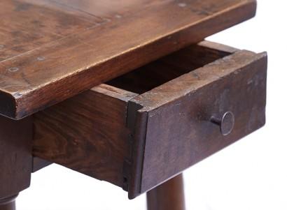 petite_table3.jpg
